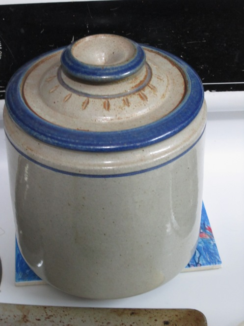 A small crock used for fermentation